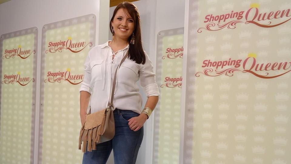 shopping queen victoria setzt ihre f e auf dem catwalk in szene. Black Bedroom Furniture Sets. Home Design Ideas