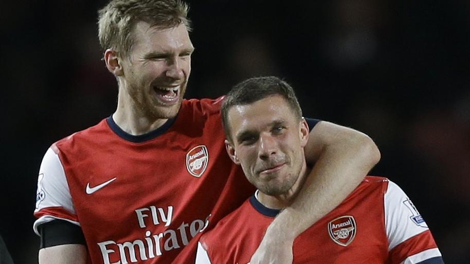 So Lustig Gratuliert Lukas Podolski Per Mertesacker Zum Geburtstag