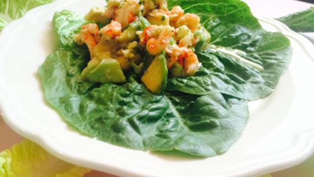 das perfekte dinner rezepte flusskrebs avocado salat mit gurkendressing. Black Bedroom Furniture Sets. Home Design Ideas
