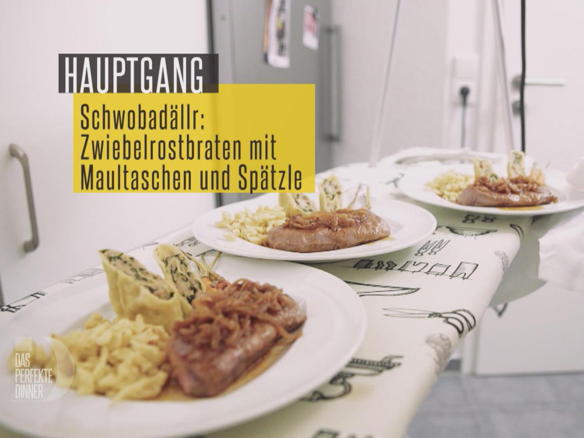 """Das perfekte Dinner Rezepte - """"Schwabenteller"""": Zwiebelrostbraten an Maultaschen und Möhren"""
