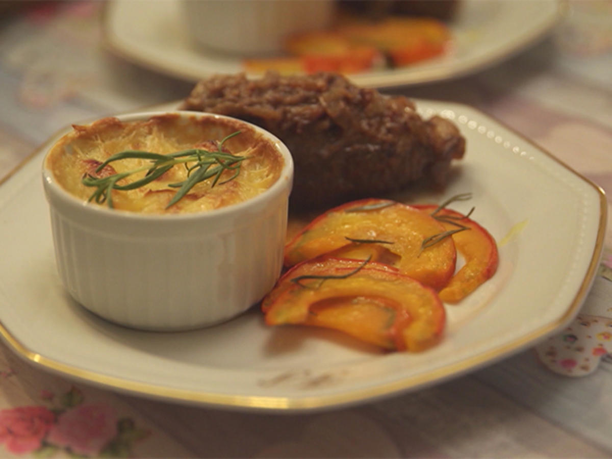 Das perfekte Dinner Rezepte - Rindsrouladen mit gratinierten Kartoffeln und Kürbis aus dem Ofen