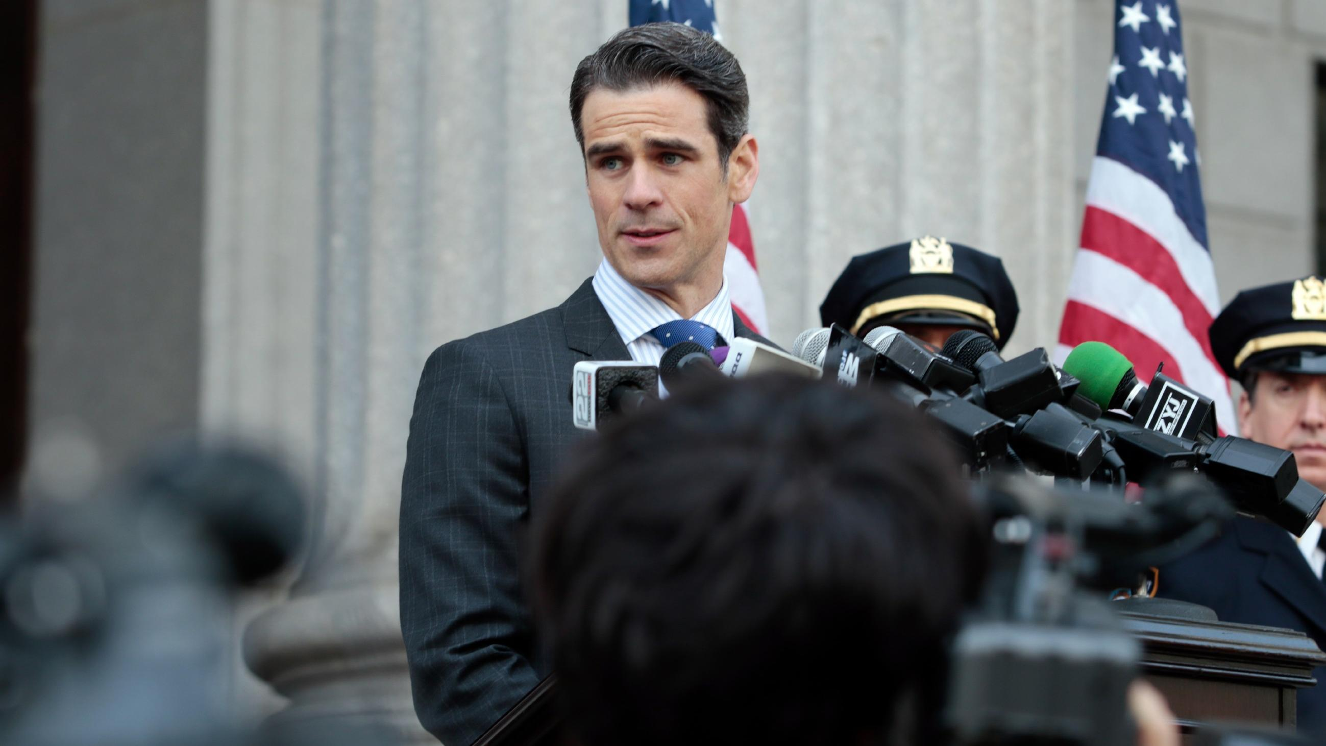 Conner Wallace (Eddie Cahill)