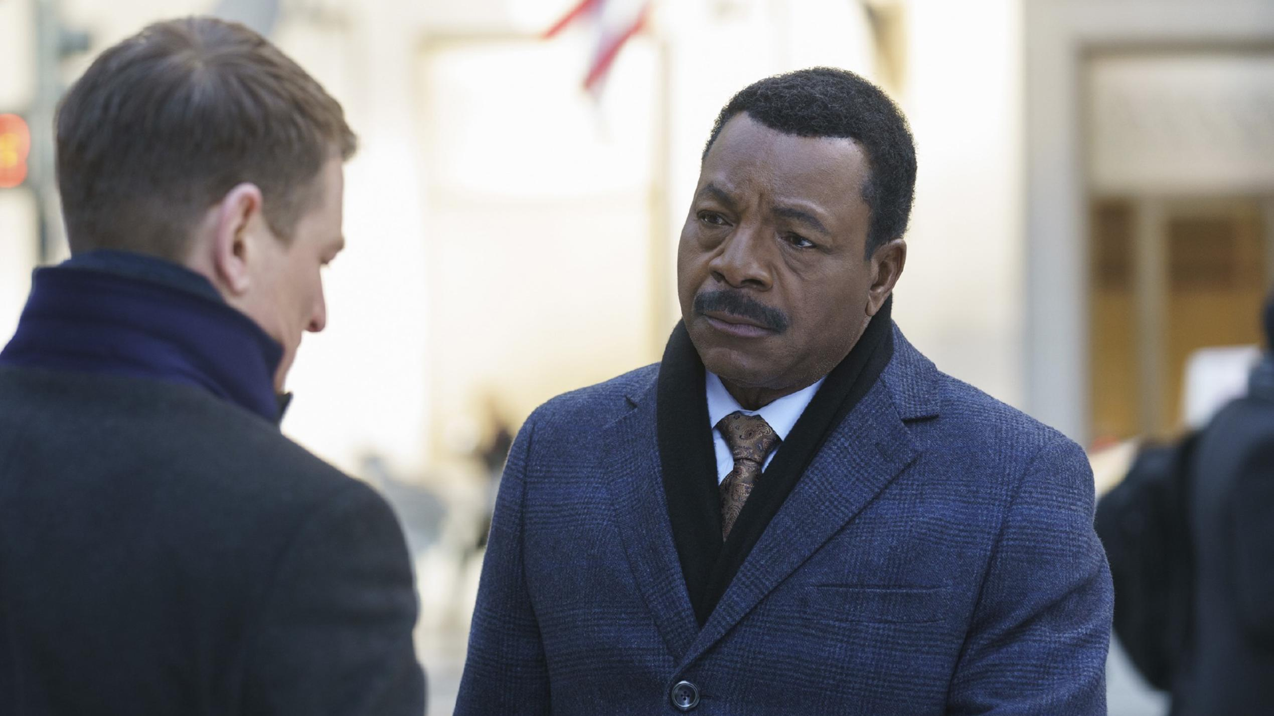 Mark Jeffries (Carl Weathers, r.)