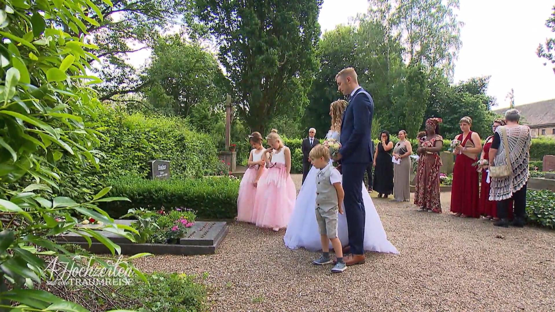 4 Hochzeiten Und Eine Traumreise Braut Trauert Am Grab