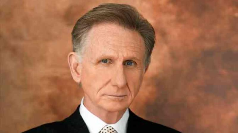 René Auberjonois alias Paul Lewiston
