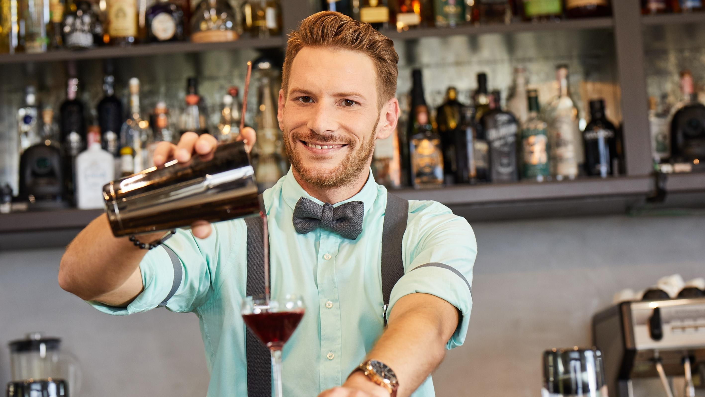 first dates barkeeper nic frau