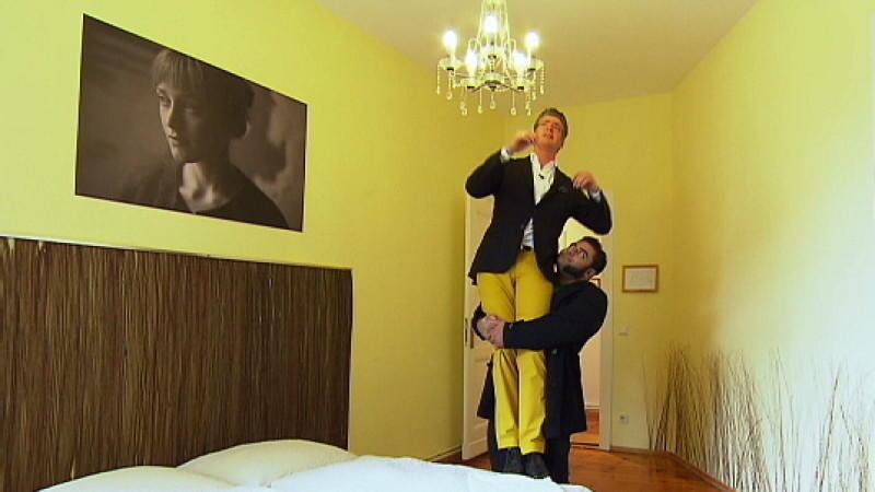 der st rkste mann deutschlands sucht eine wohnung. Black Bedroom Furniture Sets. Home Design Ideas