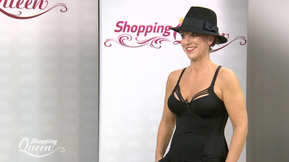"""Shopping Queen""-Kandidatin Katina auf dem Catwalk"