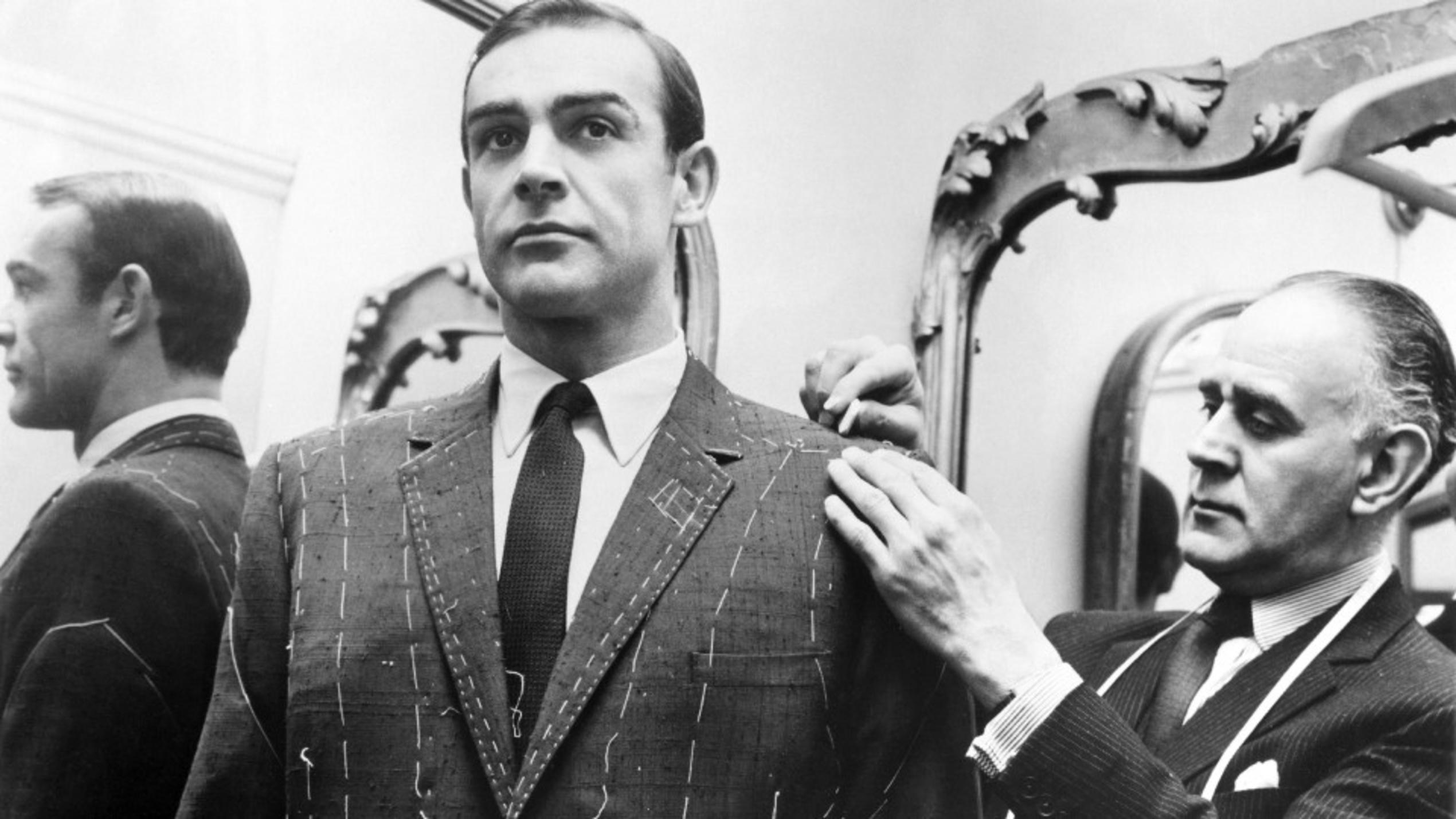 Sean Connery (l.), Tailor Anthony Sinclair © VOX/United Artists/Archive Photos/Getty Images