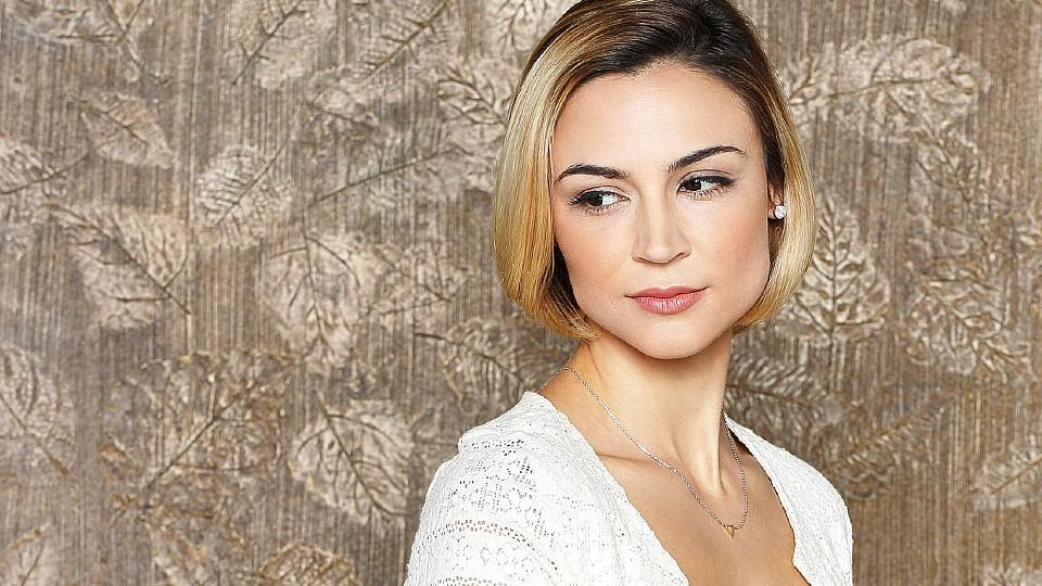 Resurrection: Samaire Armstrong spielt Elaine Richards