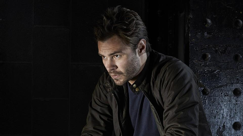 Patrick John Flueger spielt Officer Adam Ruzek in Chicago P.D.