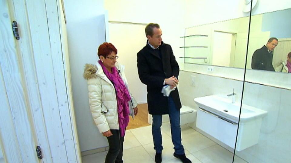 mieten kaufen wohnen bei dieser kundin zweifelt makler alexander posth an einem abschluss. Black Bedroom Furniture Sets. Home Design Ideas