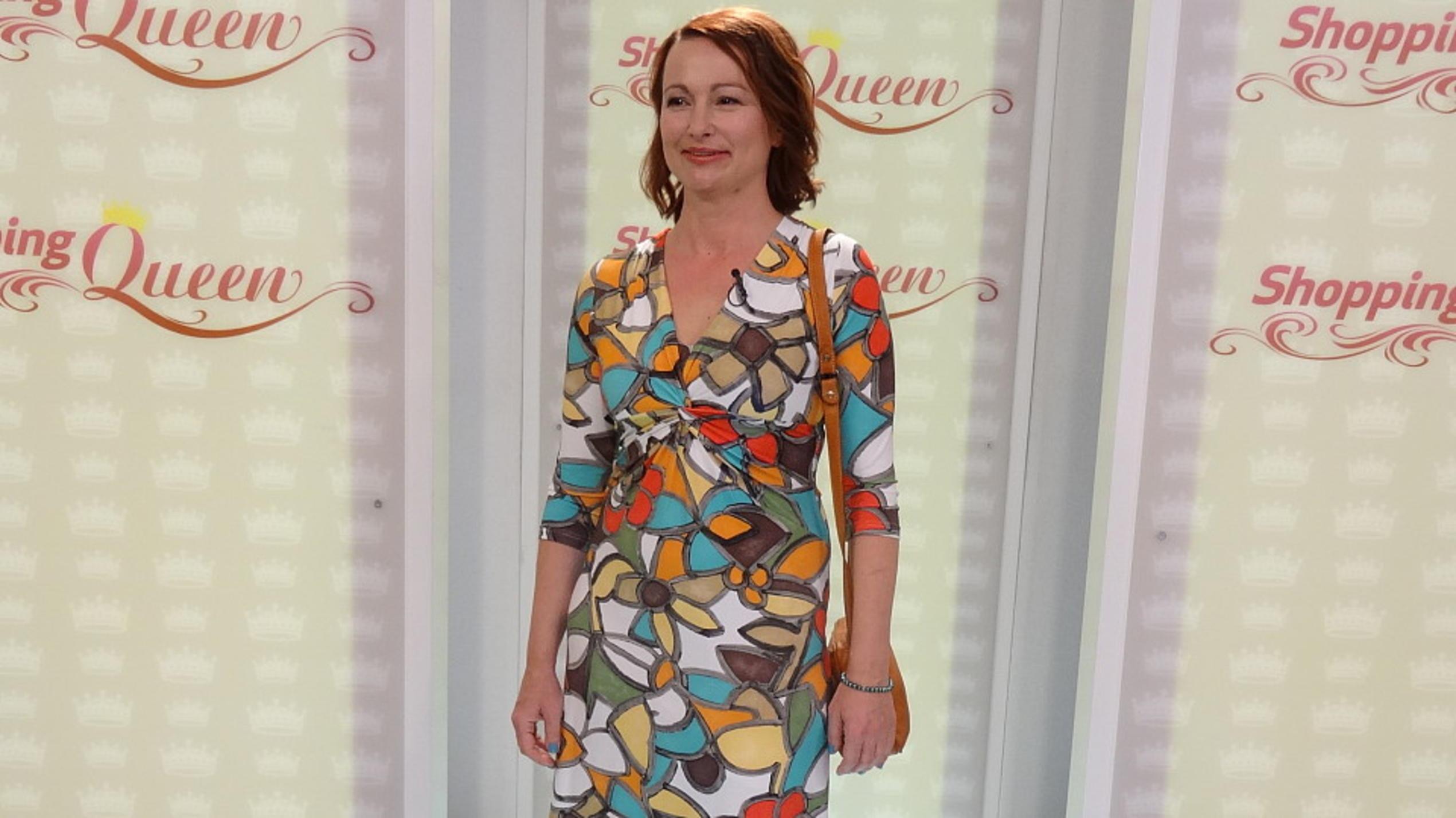 Shopping Queen Ursula Probiert Ein Fieses Grunes Kleid An