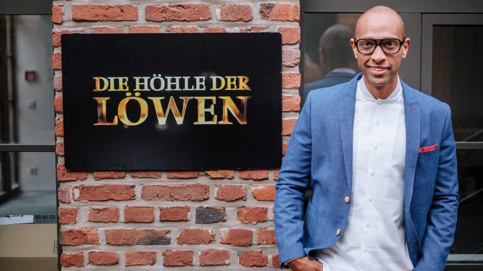 Die Hohle Der Lowen Moderator Amiaz Habtu Im Portrat