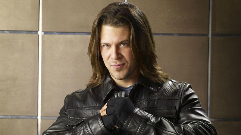 Christian Kane alias Eliot Spencer