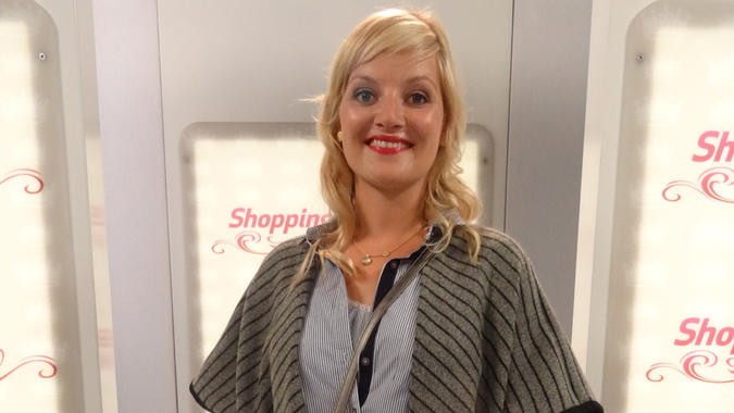 """Shopping Queen""-Kandidatin Theresa auf dem Catwalk"