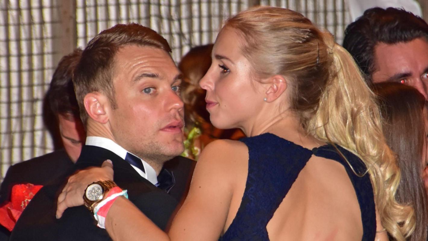 Manuel Neuer zeigt sich zusammen mit Freundin Nina Weiss