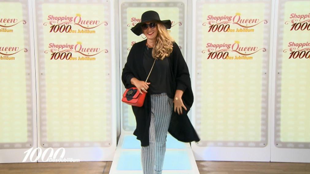 Shopping Queen Kirsten punktet mit ihrem Outfit rund um ihre Designer-Schuhe
