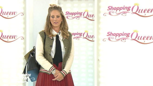 """Shopping Queen""-Kandidatin Verena auf dem Catwalk."