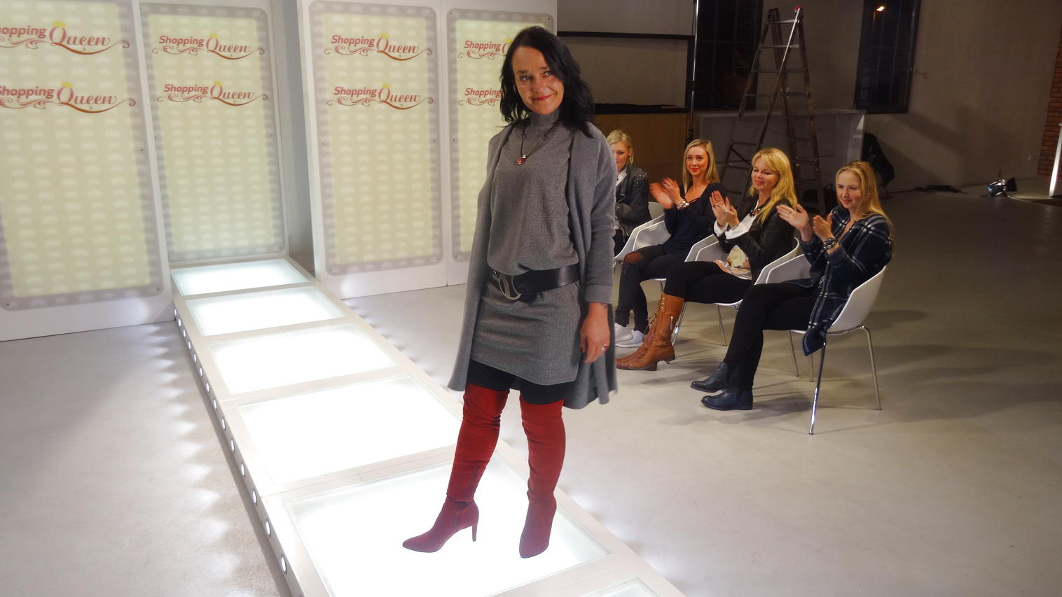 """Shopping Queen""-Kandidatin Birgit auf dem Catwalk in Rostock"