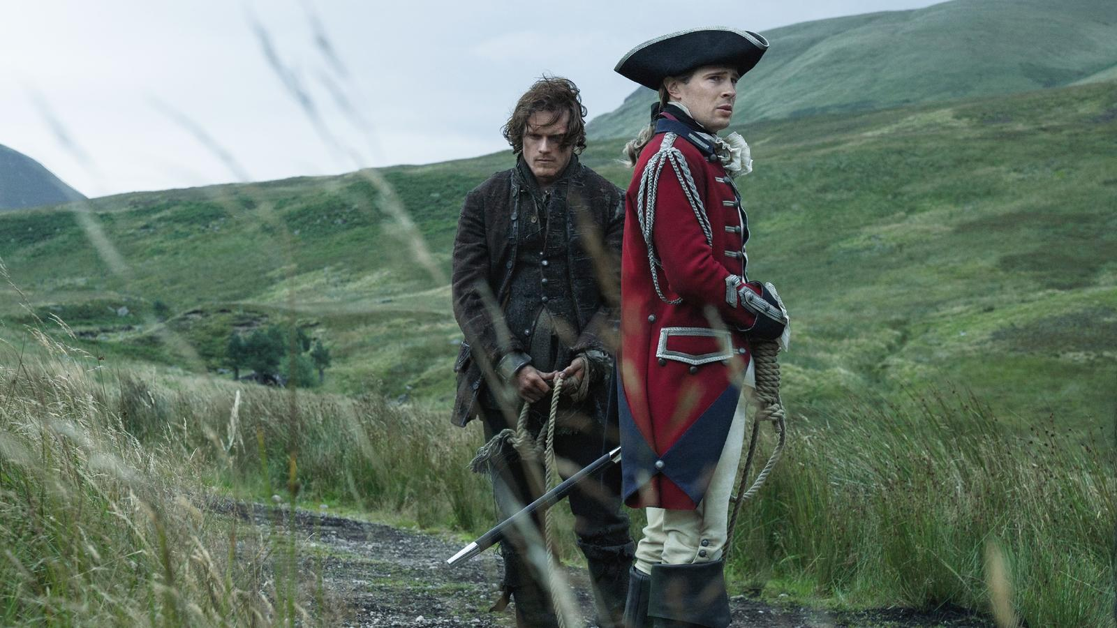 Jamie Fraser (Sam Heughan) und John William Grey (David Berry, r.)