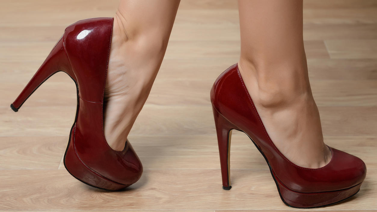 rote High Heels aus Lackleder