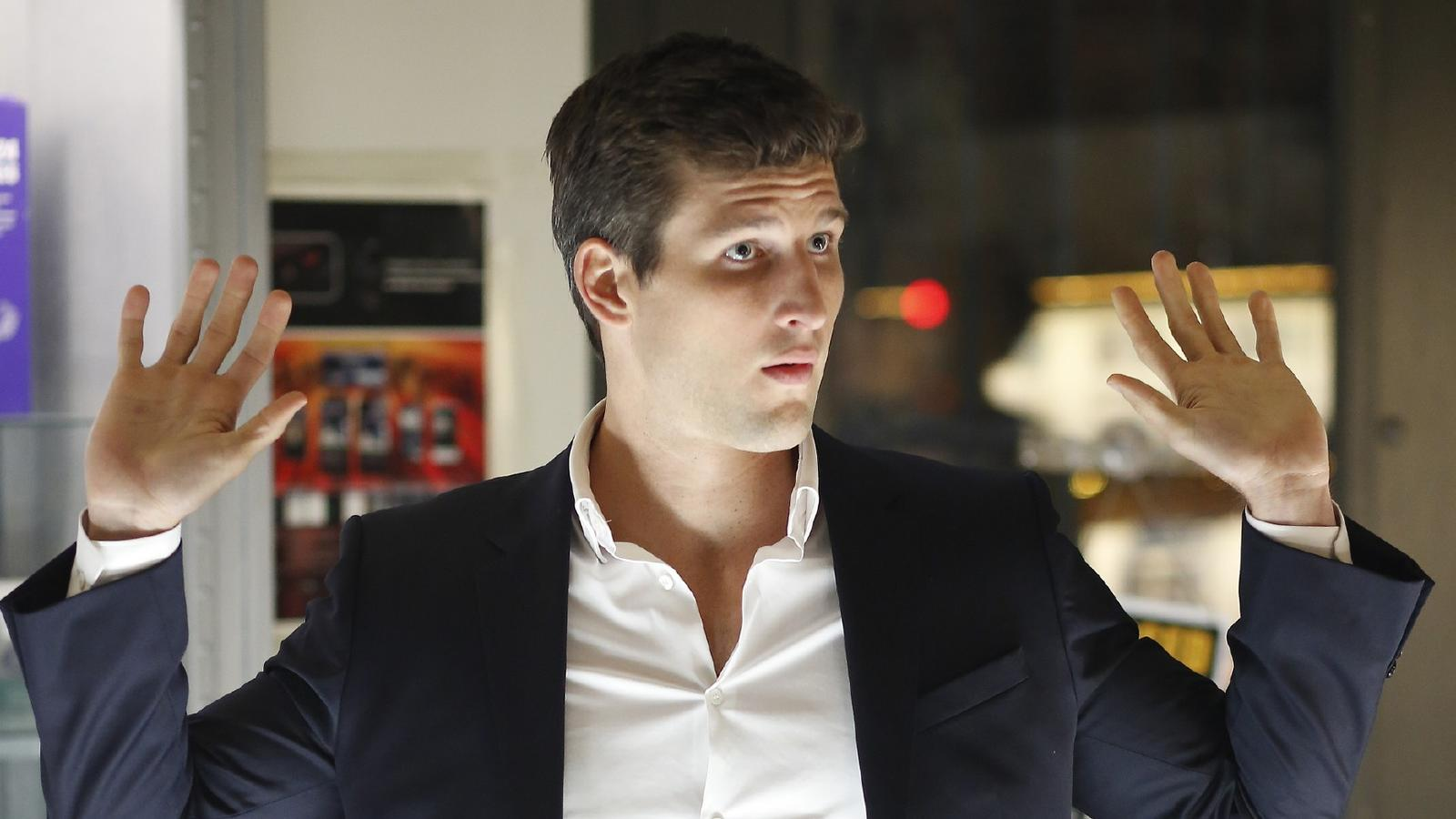 Richard (Parker Young)