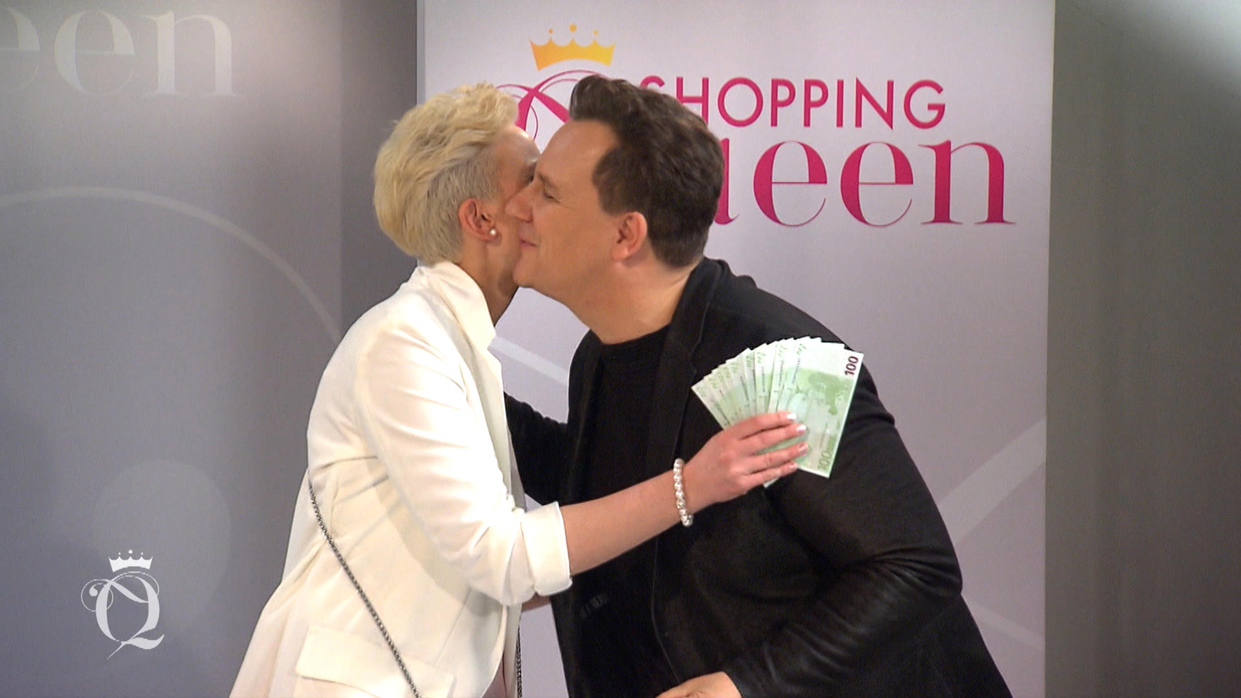 Shopping Queen in Frankfurt: Guido gratuliert Gewinnerin Julia