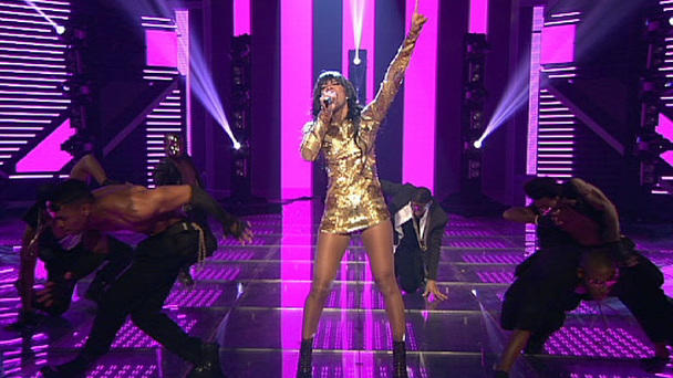 "Showact Kelly Rowland mit ""Down For Whatever"""