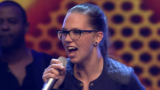 "Stefanie Heinzmann singt ""Show Me the Way"""