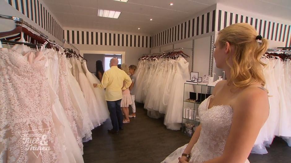 Zwischen Tull Und Tranen Braut Denise Hat Bei Der Kleiderauswahl