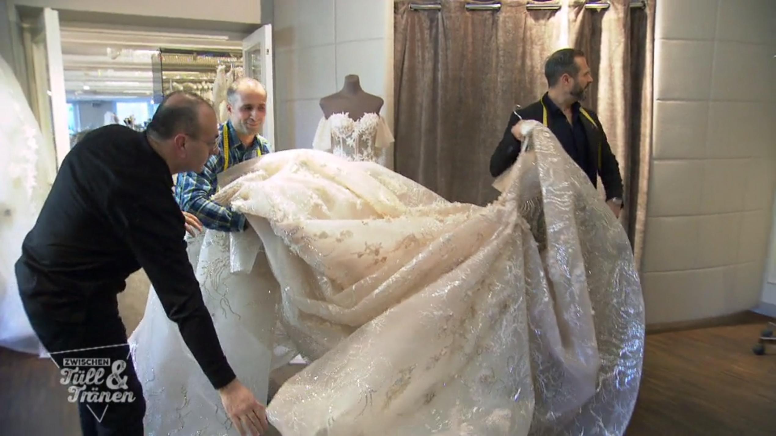 Ihre mann der kleider trägt frau sucht Menschen fangen